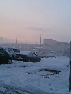雪の下妻駅の朝